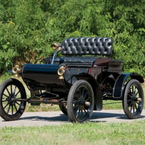 1905 Curved Dash Oldsmobile