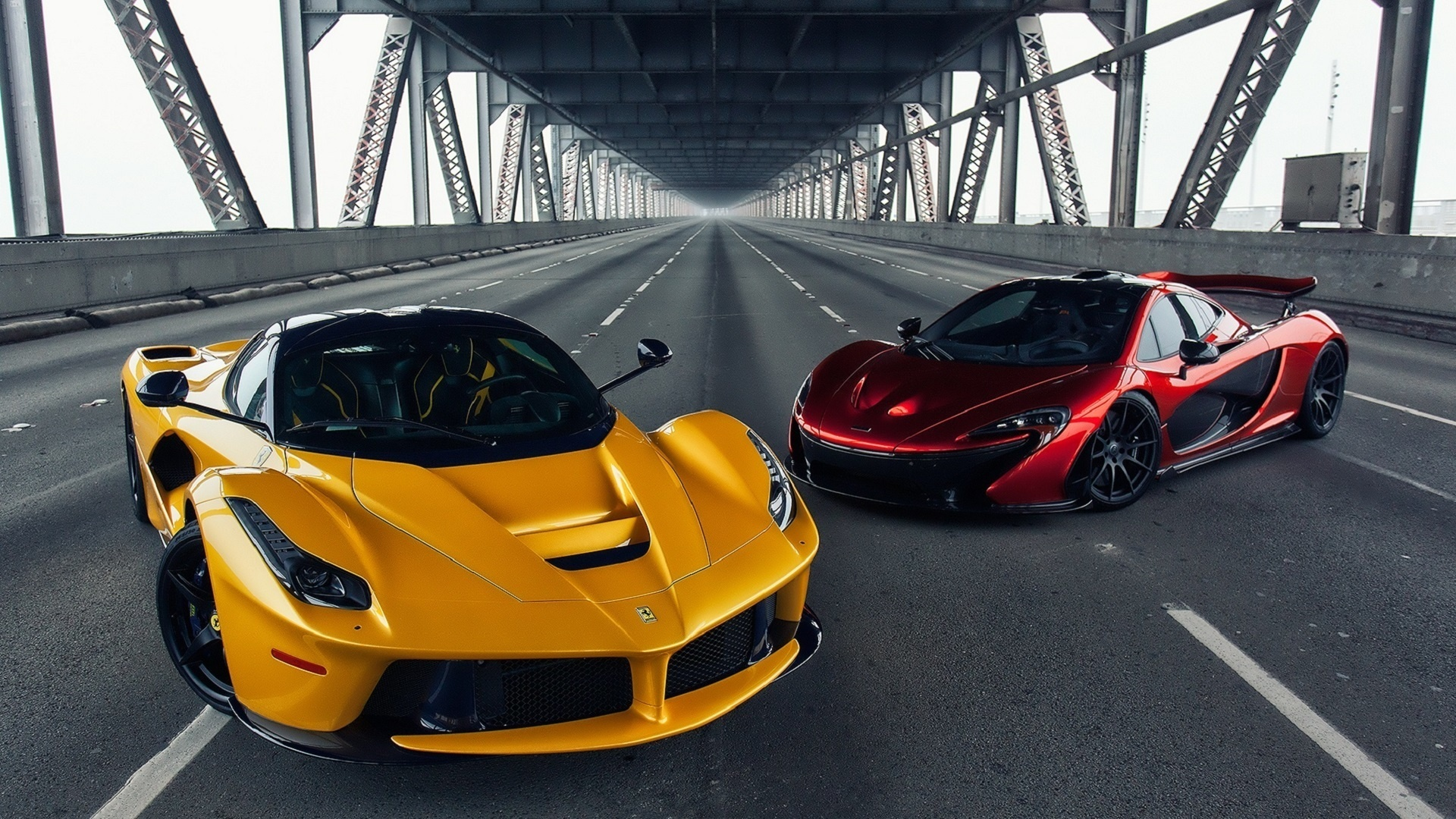 Ferrari-LaFerrari-vs-McLaren-P1-Bridge-HD-Wallpaper