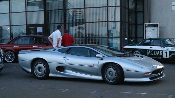 Jaguar XJ220 Gallery
