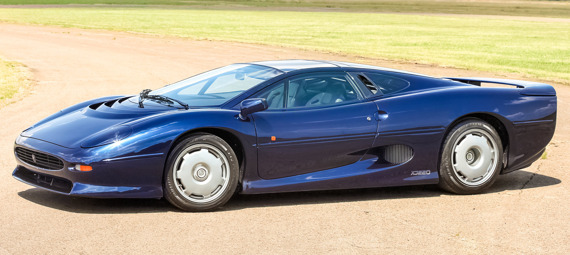 Jaguar >> Jaguar XJ220 Gallery - Supercars.net