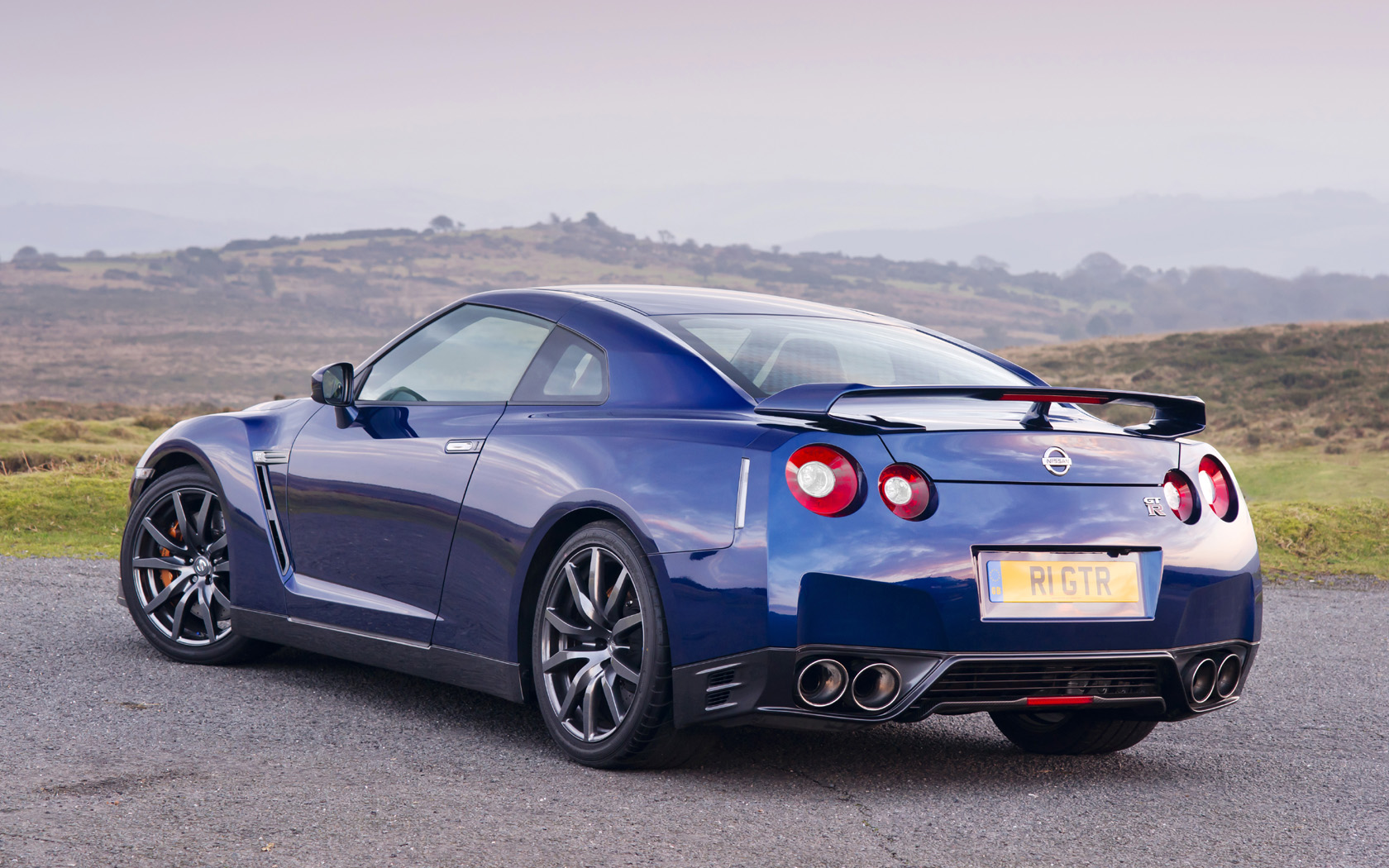 Captivating 2011 Nissan GT R