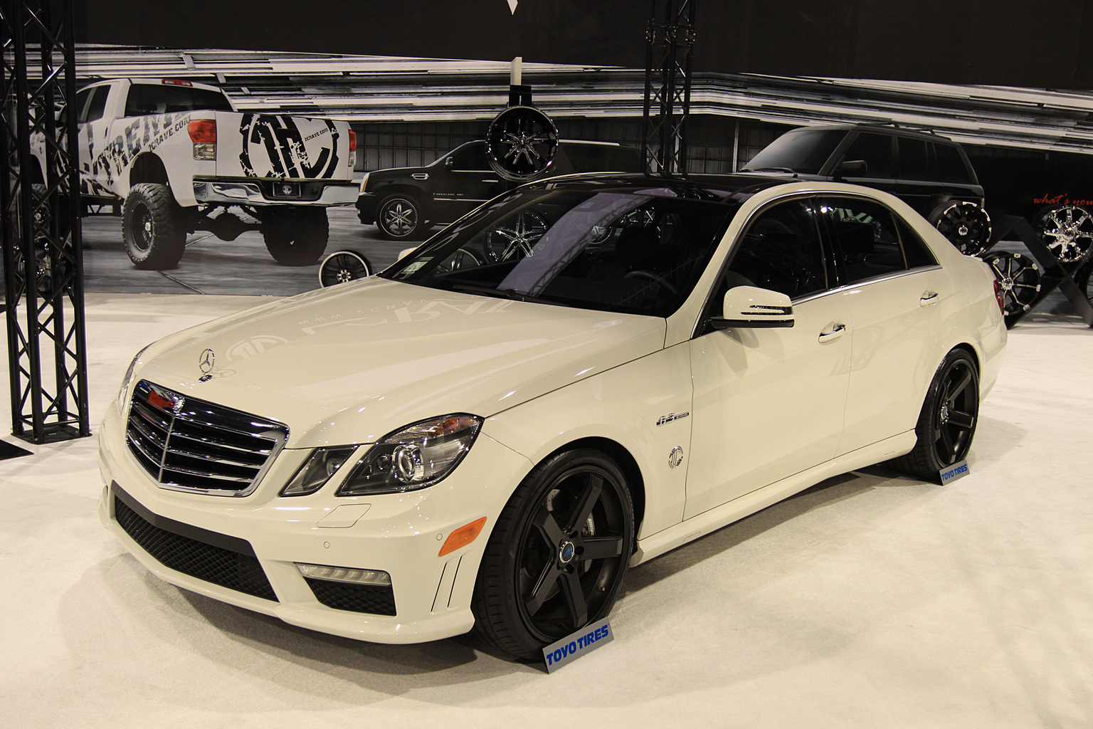 2010 Mercedes-Benz E 63 AMG Sedan Gallery