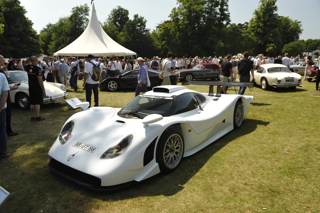 1997 Porsche 911 GT1 Straßenversion Gallery