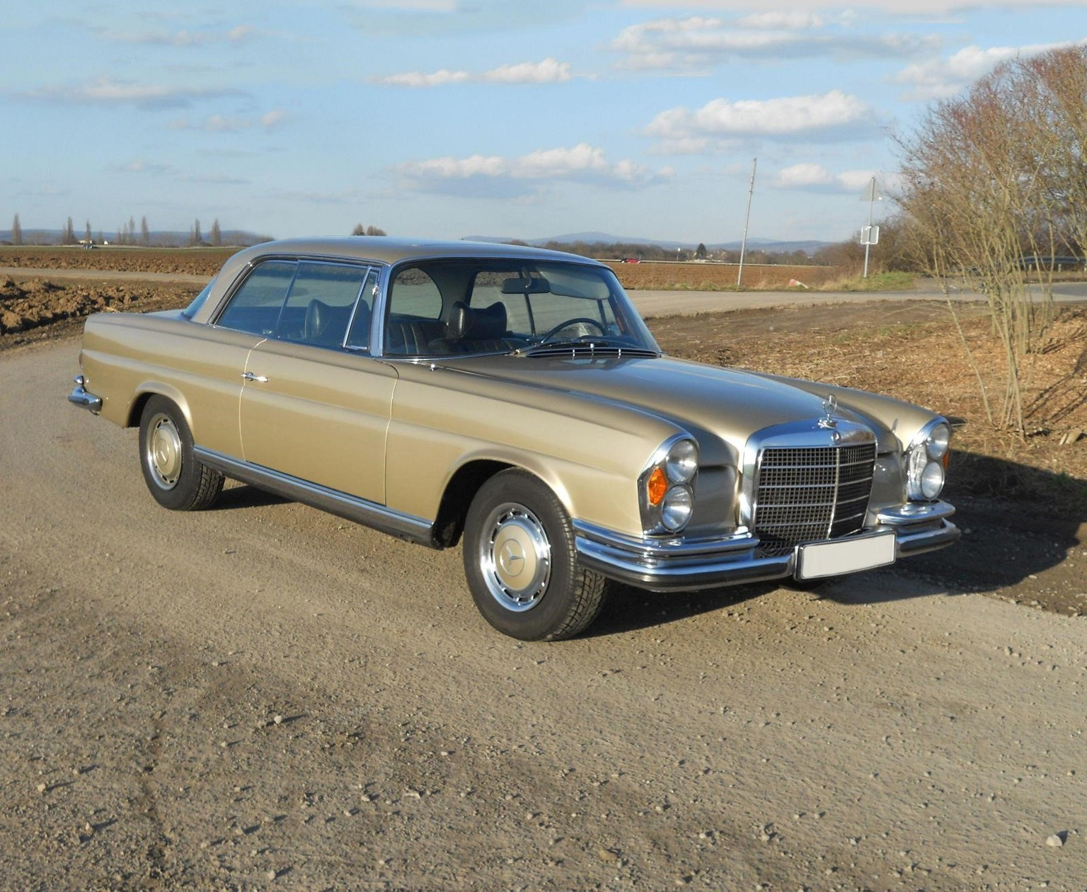1969 1971 mercedes benz 280 se 3 5 coup review. Black Bedroom Furniture Sets. Home Design Ideas