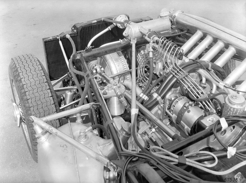 1955 mercedes benz 300 slr review for Mercedes benz engines specifications