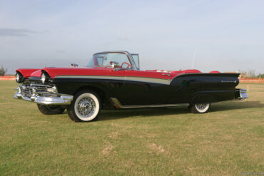 1957 Ford Fairlane 500 Skyliner