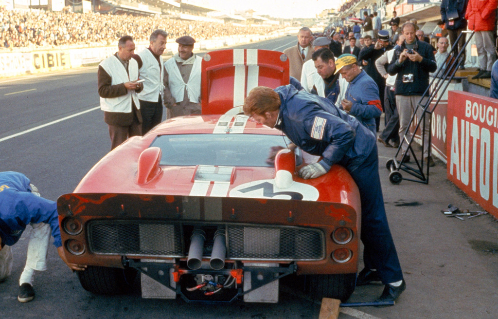 24 hours of lemans lemans france 1966 dan gurneyjerry grant shelby american ford mark ii in the pits cd0554 3252 2890 7