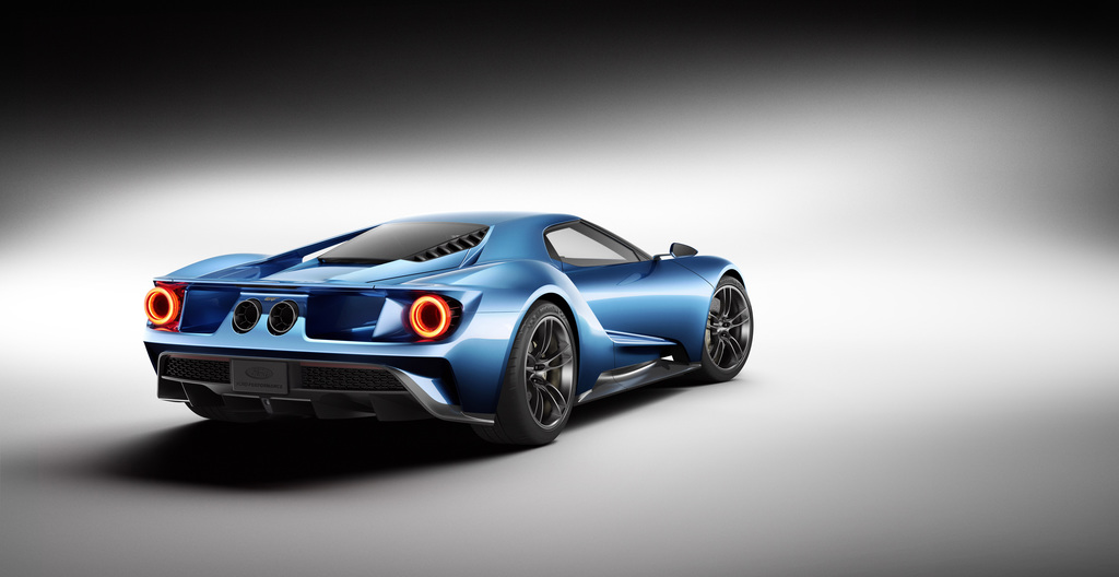 The All New Carbon Fiber Ford Gt Supercar Features Rear Wheel Drive A Mid Mounted Engine And A Sleek Aerodynamic Two Door Coupe Body Shell