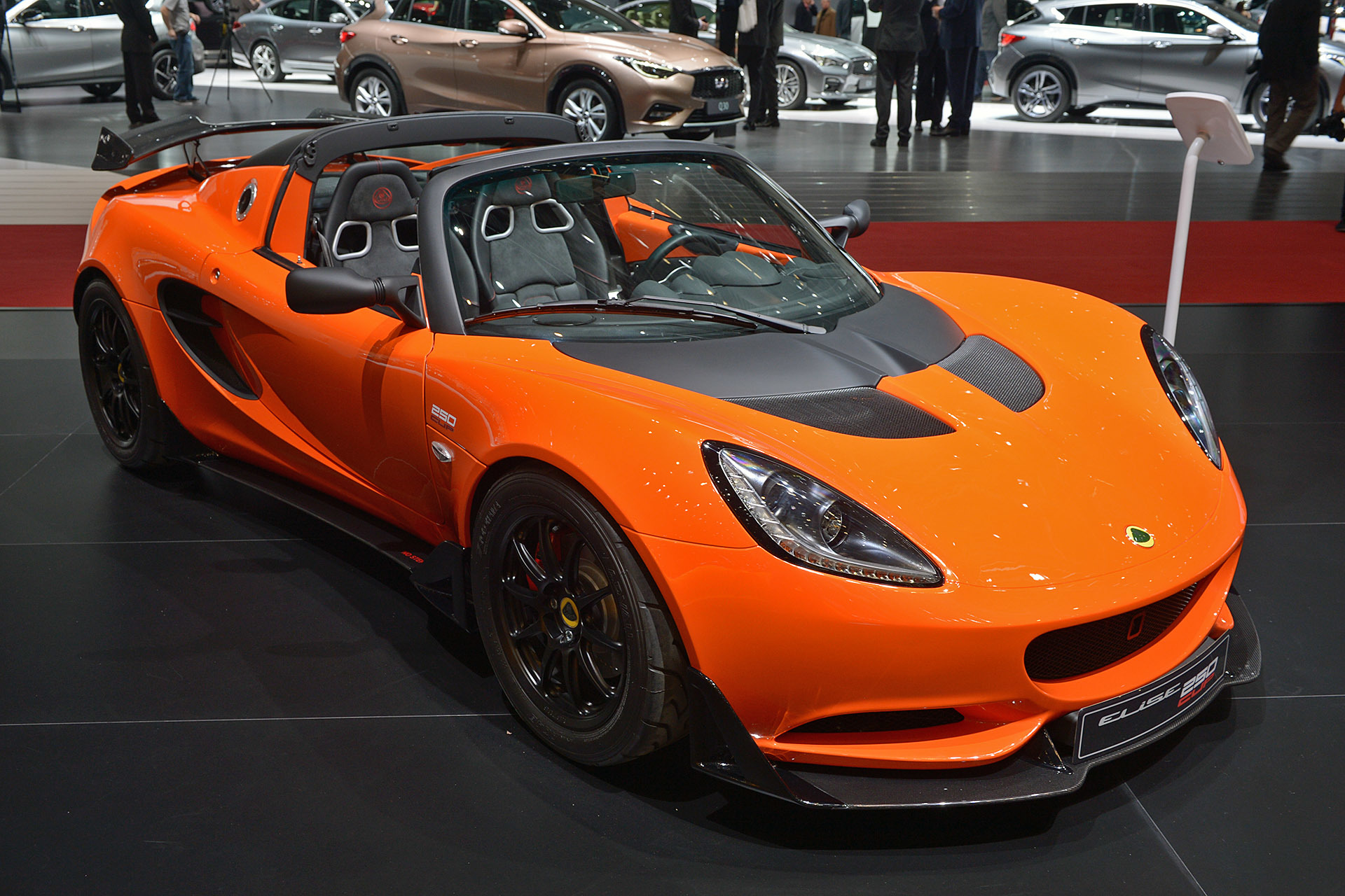 first lotus 3 eleven elise cup 250 cars are finally ready for customers. Black Bedroom Furniture Sets. Home Design Ideas