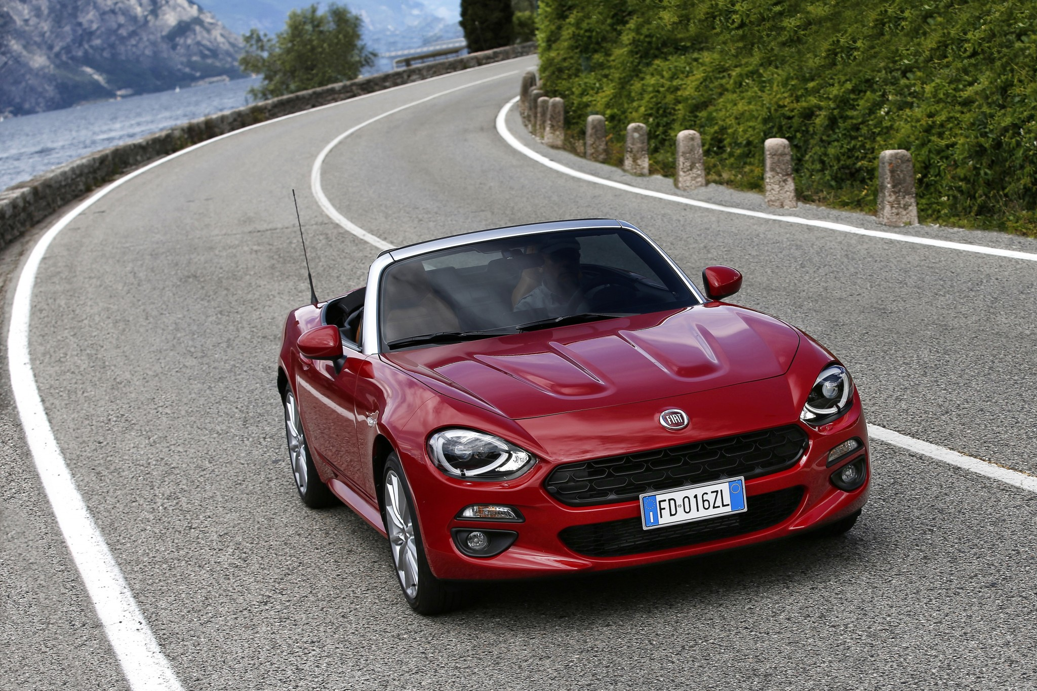 fiat 124 spider convertible. Black Bedroom Furniture Sets. Home Design Ideas