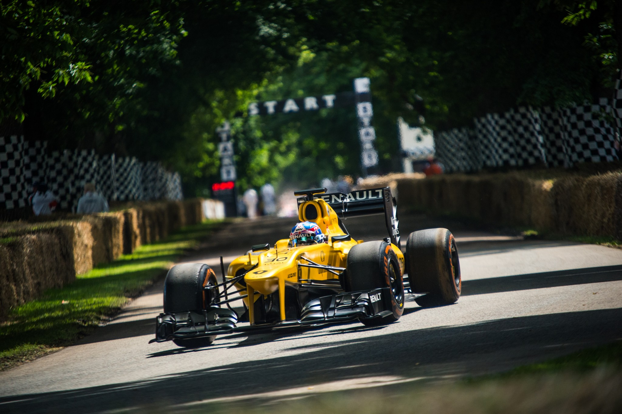 gallery 2016 goodwood festival of speed f1 and formula e cars gallery. Black Bedroom Furniture Sets. Home Design Ideas