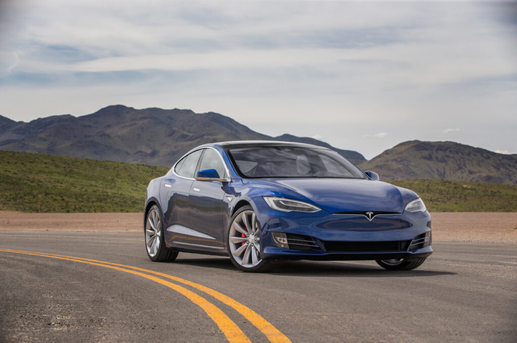 2016-Tesla-Model-S-P90D-front-three-quarter