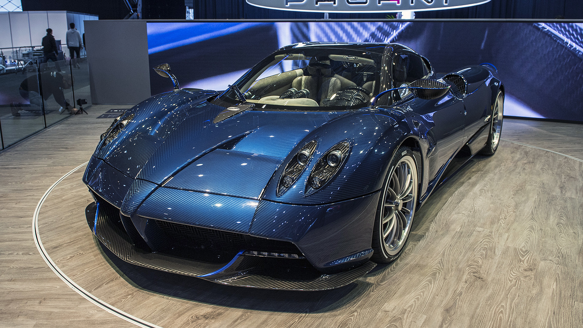 06 pagani huayra roadster geneva 1. Black Bedroom Furniture Sets. Home Design Ideas