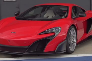 McLaren 675LT Showing Off at the Silverstone