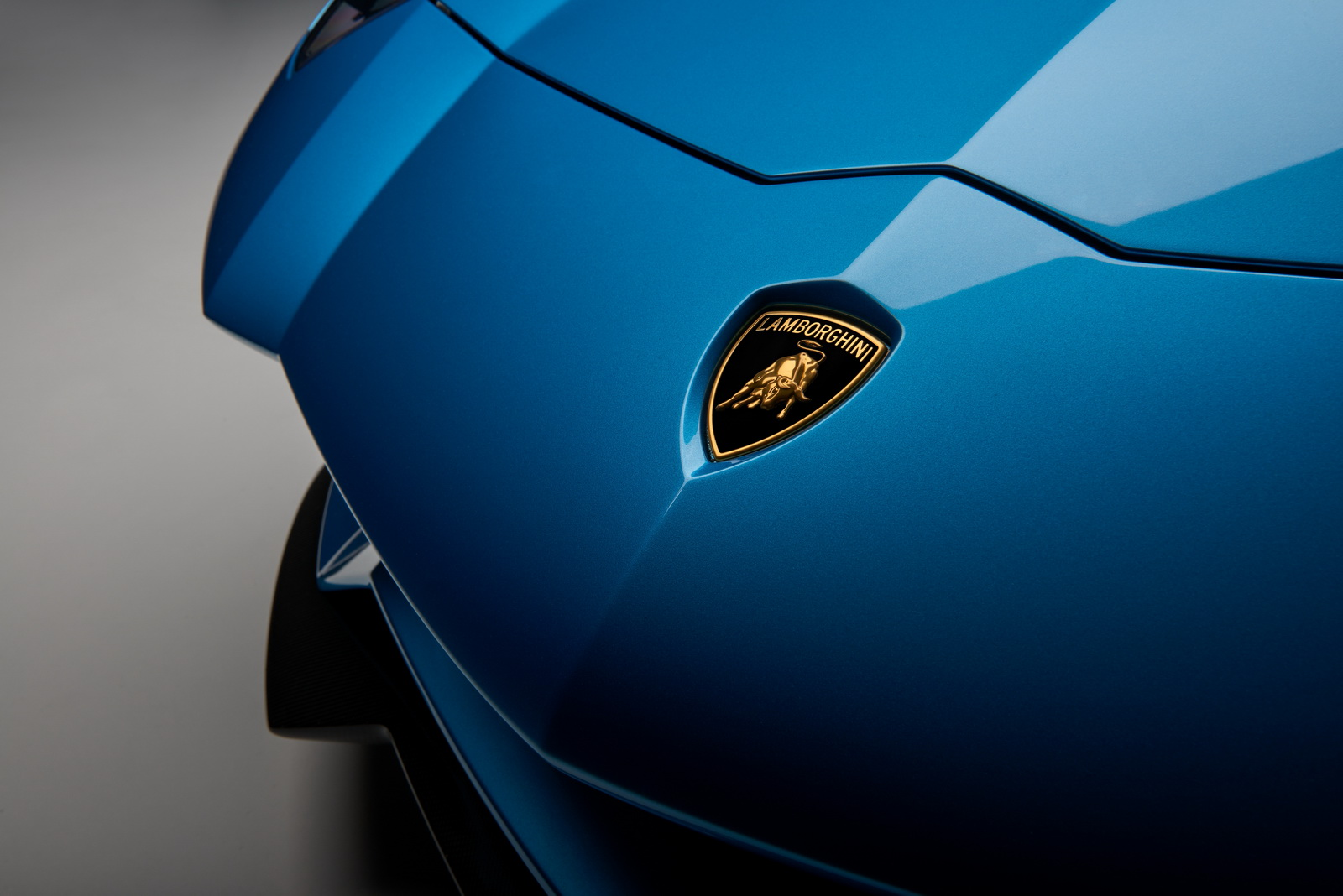 Lamborghini Reveals The 2018 Aventador S Roadster Before Its Official Debut