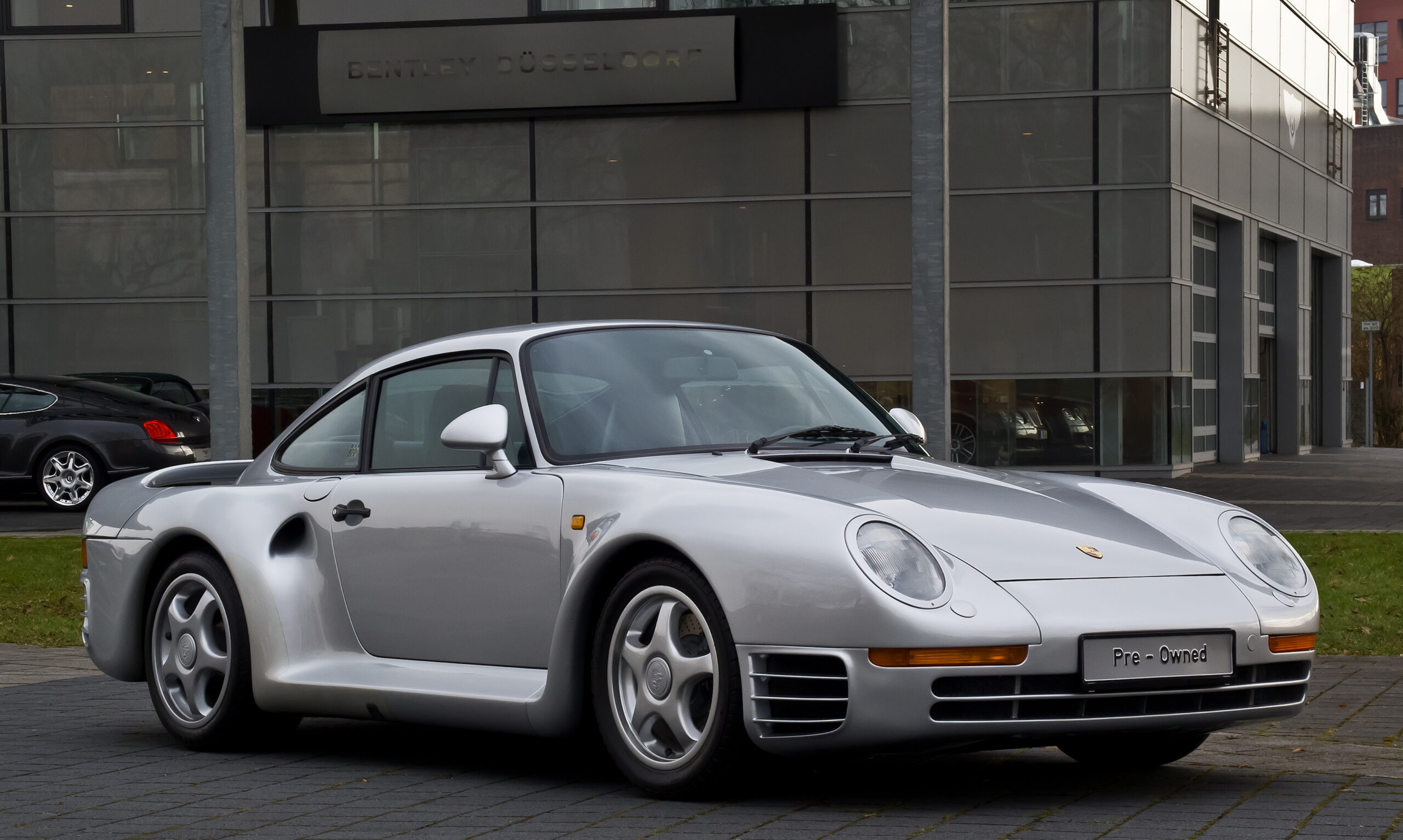 Porsche 959 used model from wikimedia commons