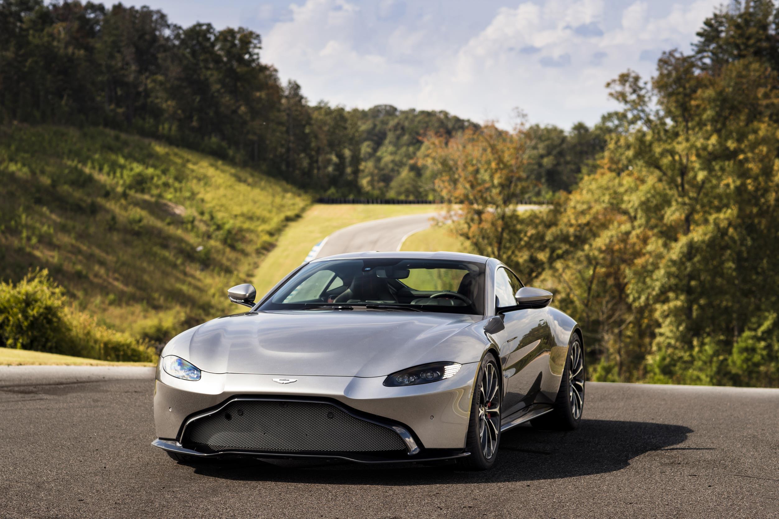 36- Aston Martin Vantage