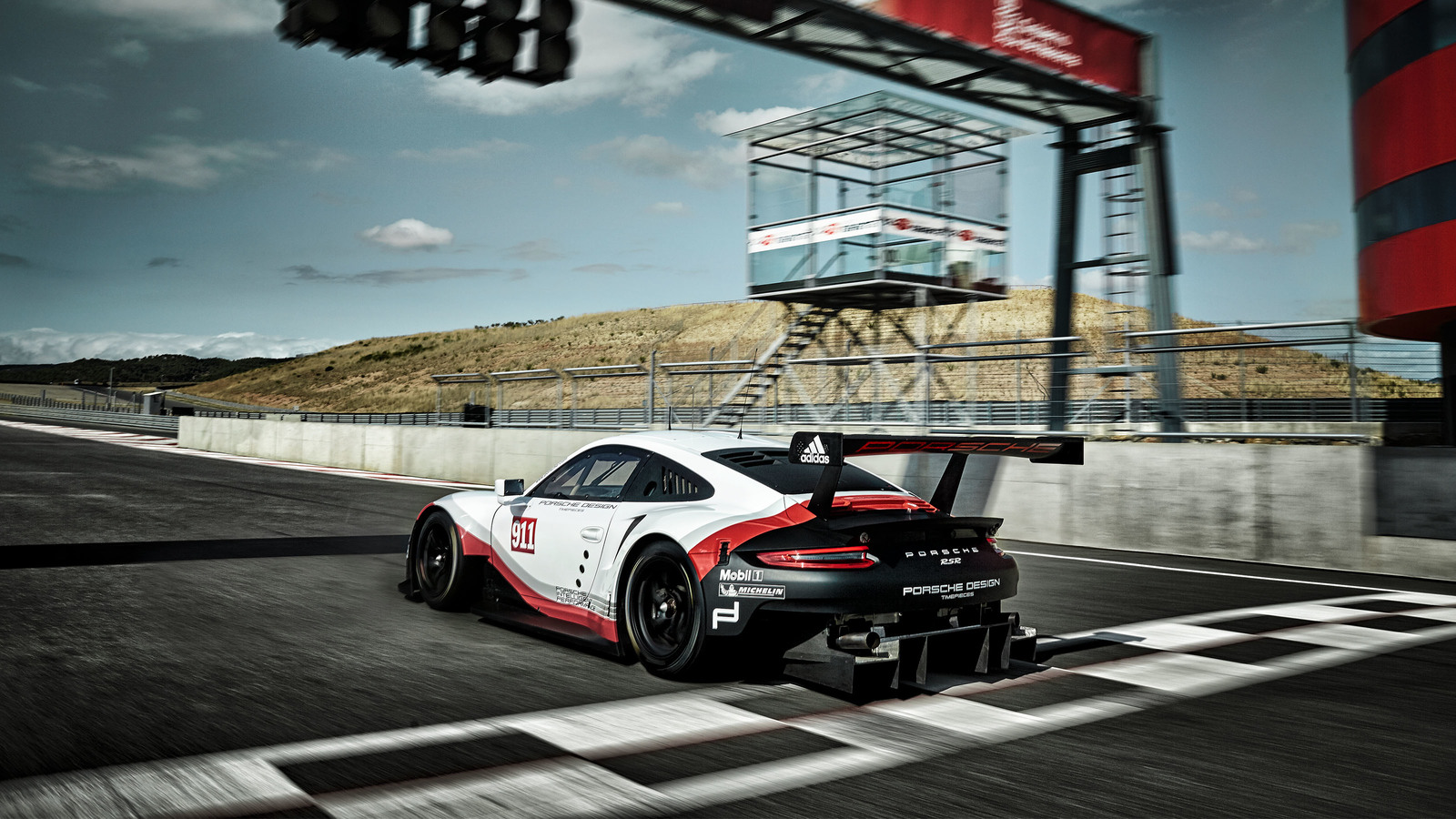 Race Car Driving >> 2018 Porsche 911 RSR - Porsche's Mid-engined 911 Race ...