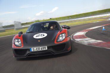 7 Porsche 918 Spyder