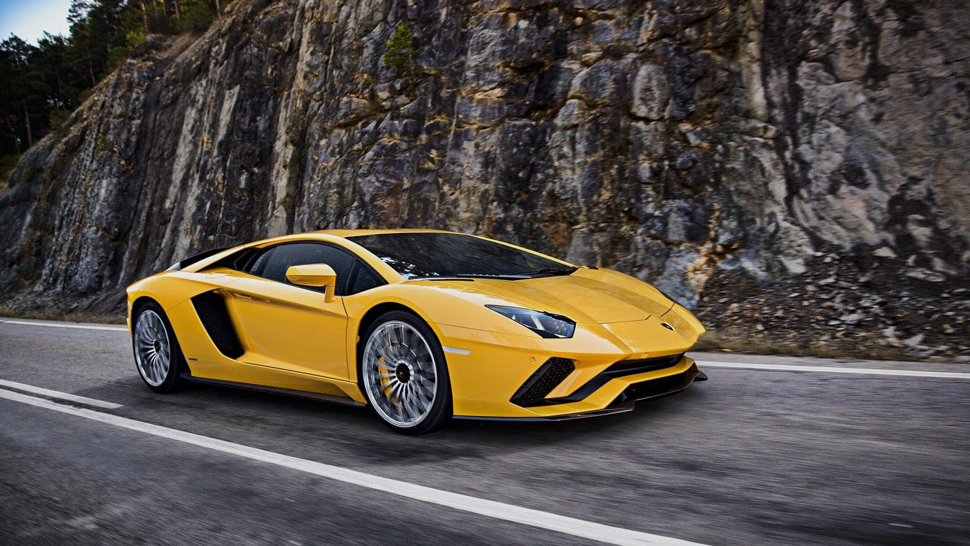 Lamborghini S V12 Comes In The Form Of Its All Wheel Drive Aventador With A 6 5l Engine Producing 730 Horse At 8 400 Rpm Being One Lightest