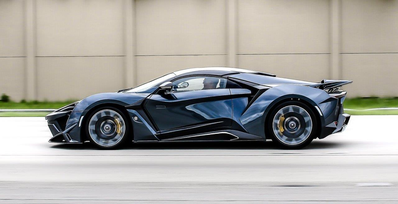 W Motors Fenyr Supersport Driving
