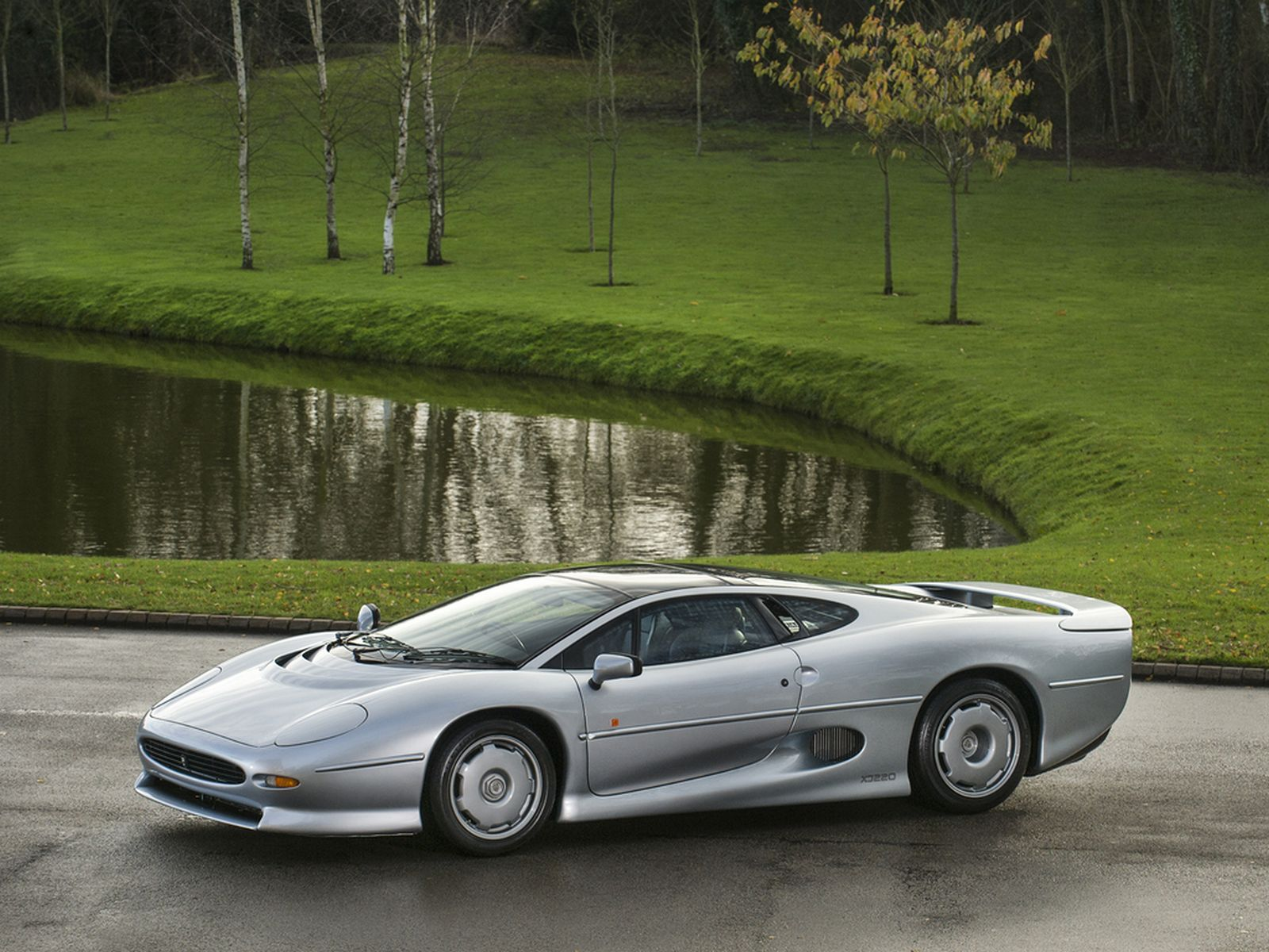 Jaguar XJ220 - Best 90s Supercars