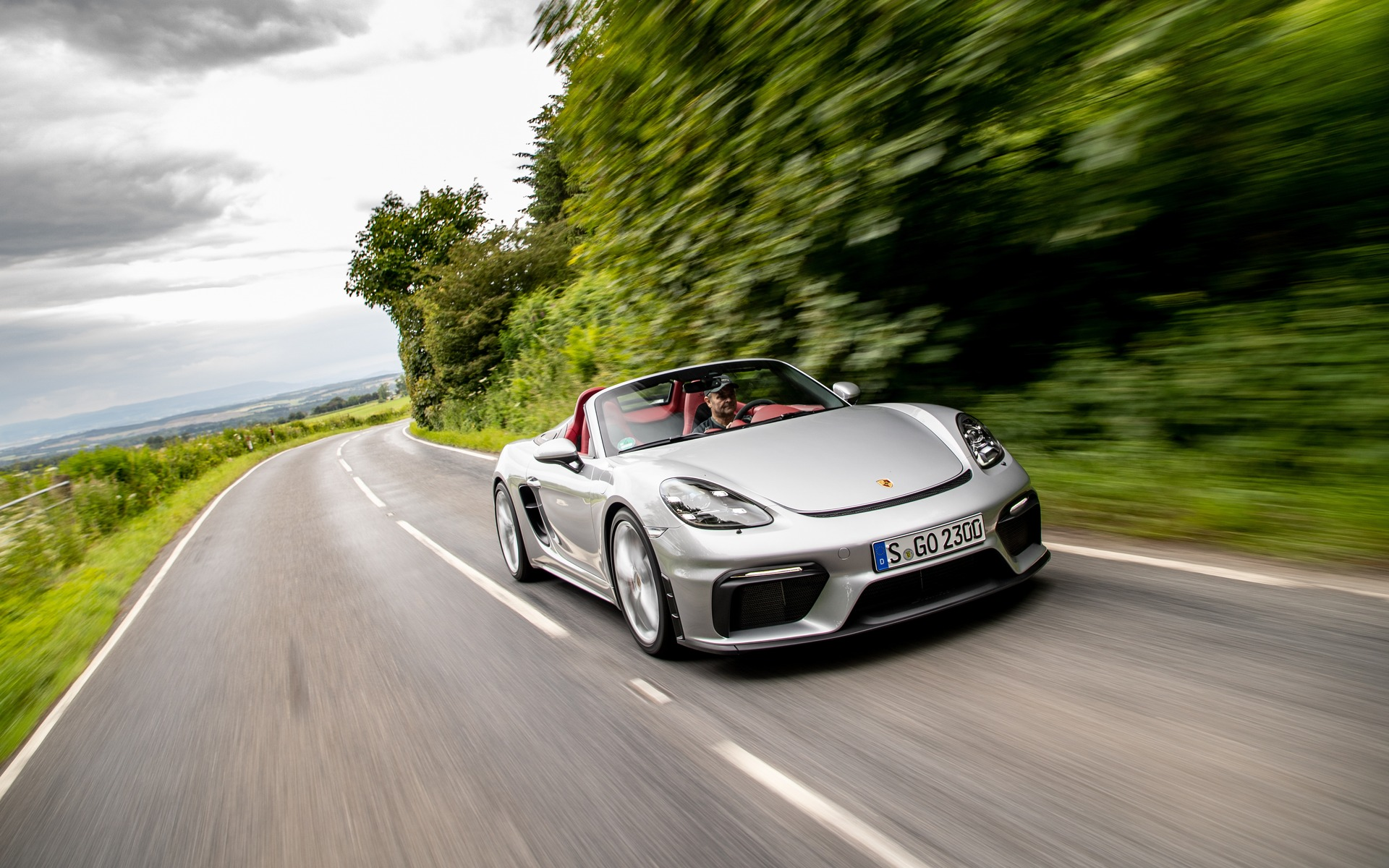 Marc LaChapelle from The Car Guide reviews the Porsche 718 Boxter & Cayman