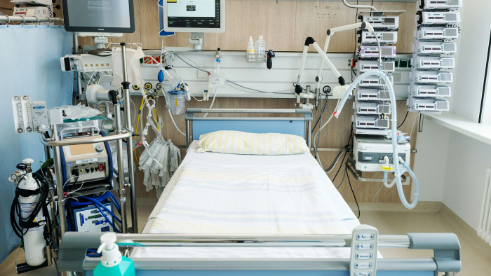Medical ICU life support bed