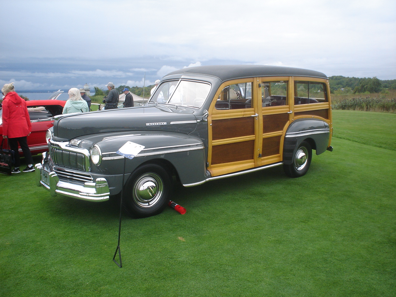 1947 Mercury Model 79M Woody Station-Wagon -1.JPG