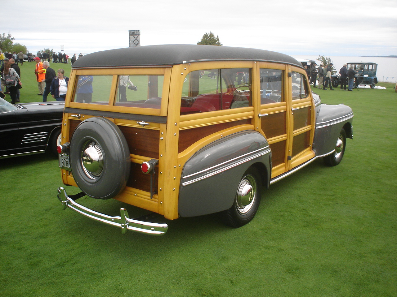 1947 Mercury Model 79M Woody Station-Wagon -4.JPG